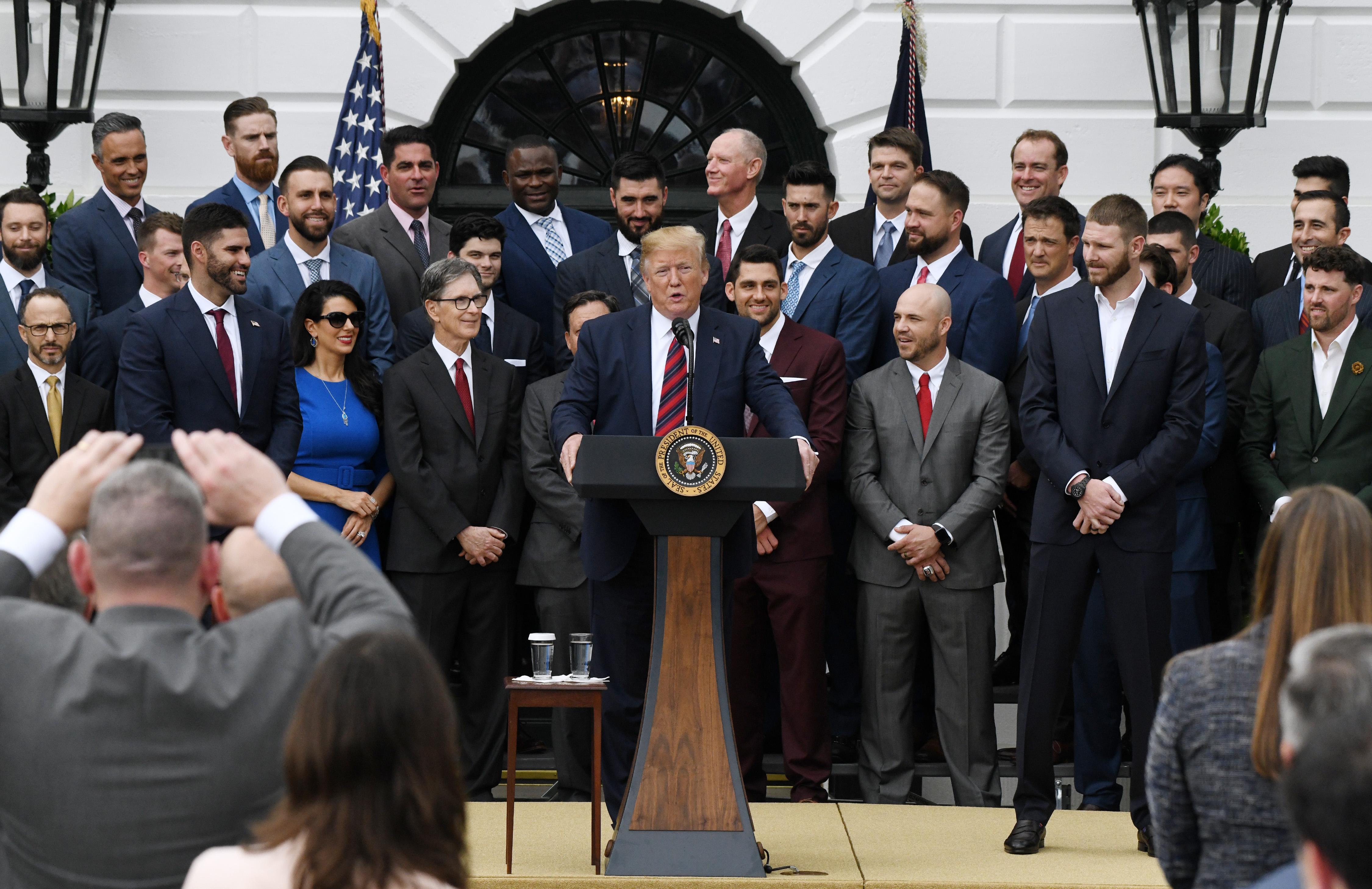 fc3eb91da https   www.latimes.com fashion la-ig-golden-globes-fashion-photos ...