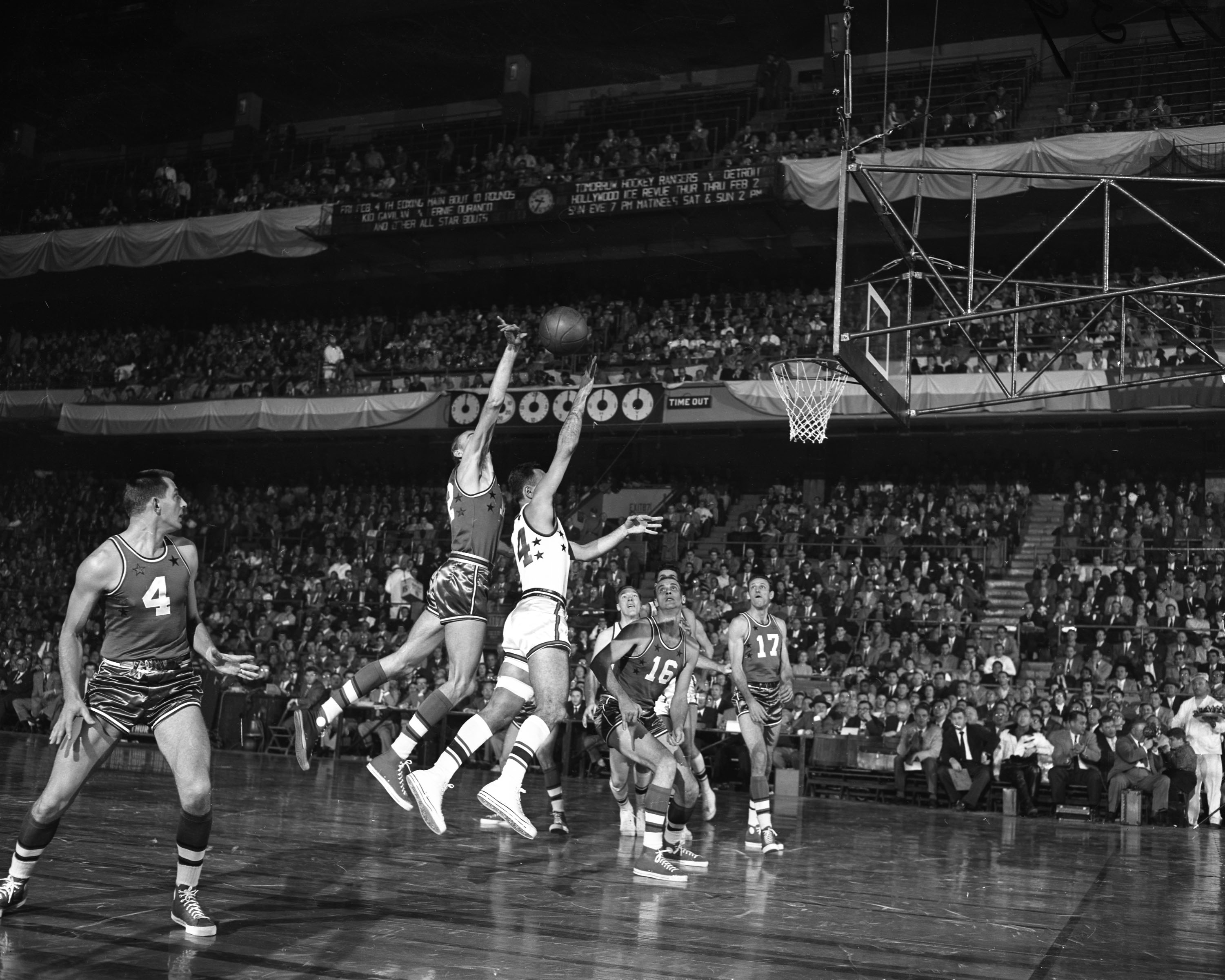Li l Bill Sharman of the Celtics leads East over West 100 91 in 1955 NBA All Star Game at Madison Square Garden NY Daily News
