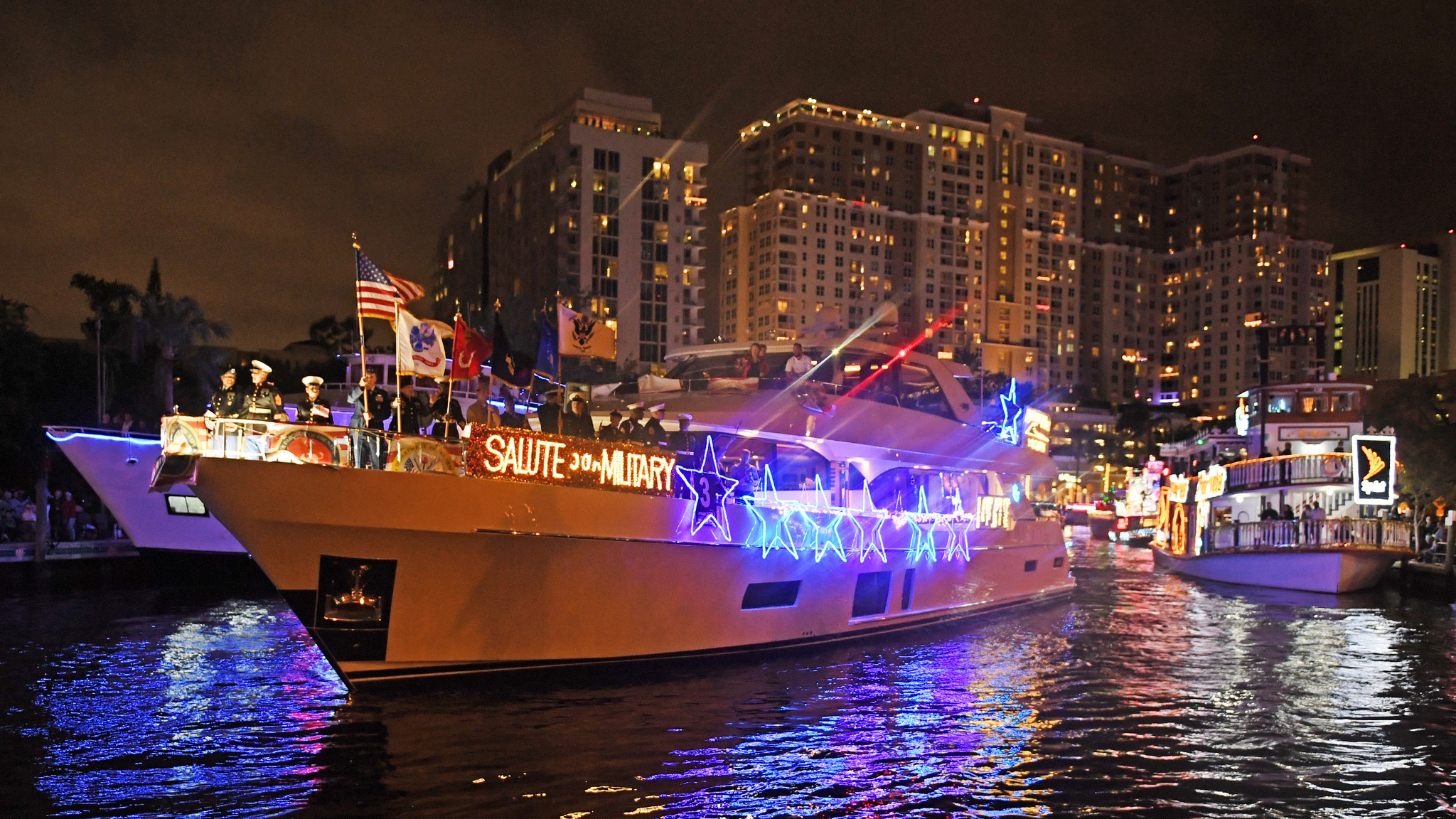 Fort Lauderdale Christmas Boat Parade.Deck The Hulls Winterfest Boat Parade Sails Through Fort