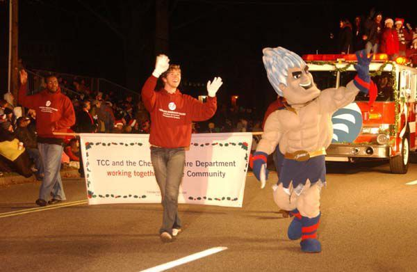 Chesapeake Christmas Parade 2019.Photos A Day Late Chesapeake Parade Marched On The