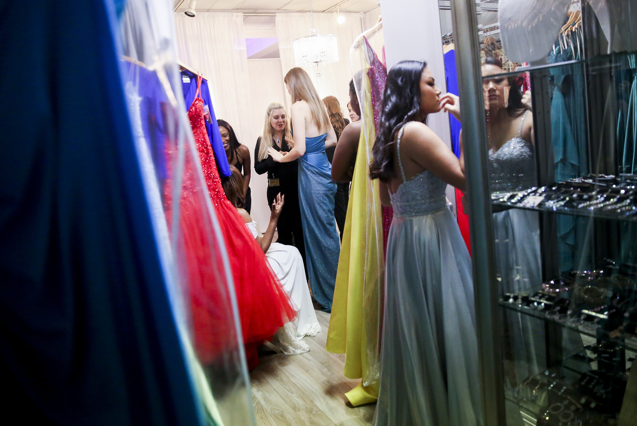Teens Win Virginia Beach Dress Design Competition Will Have Dresses Made And Sold The Virginian Pilot The Virginian Pilot