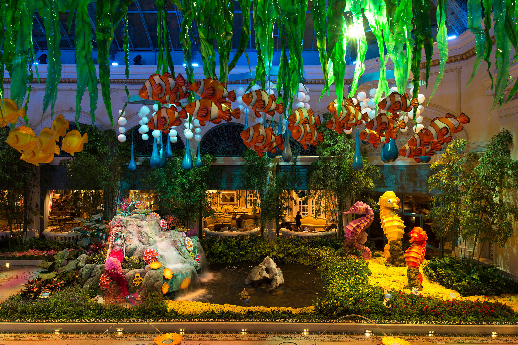 Bellagio gardens create underwater ocean scenes in flowers - Los ...