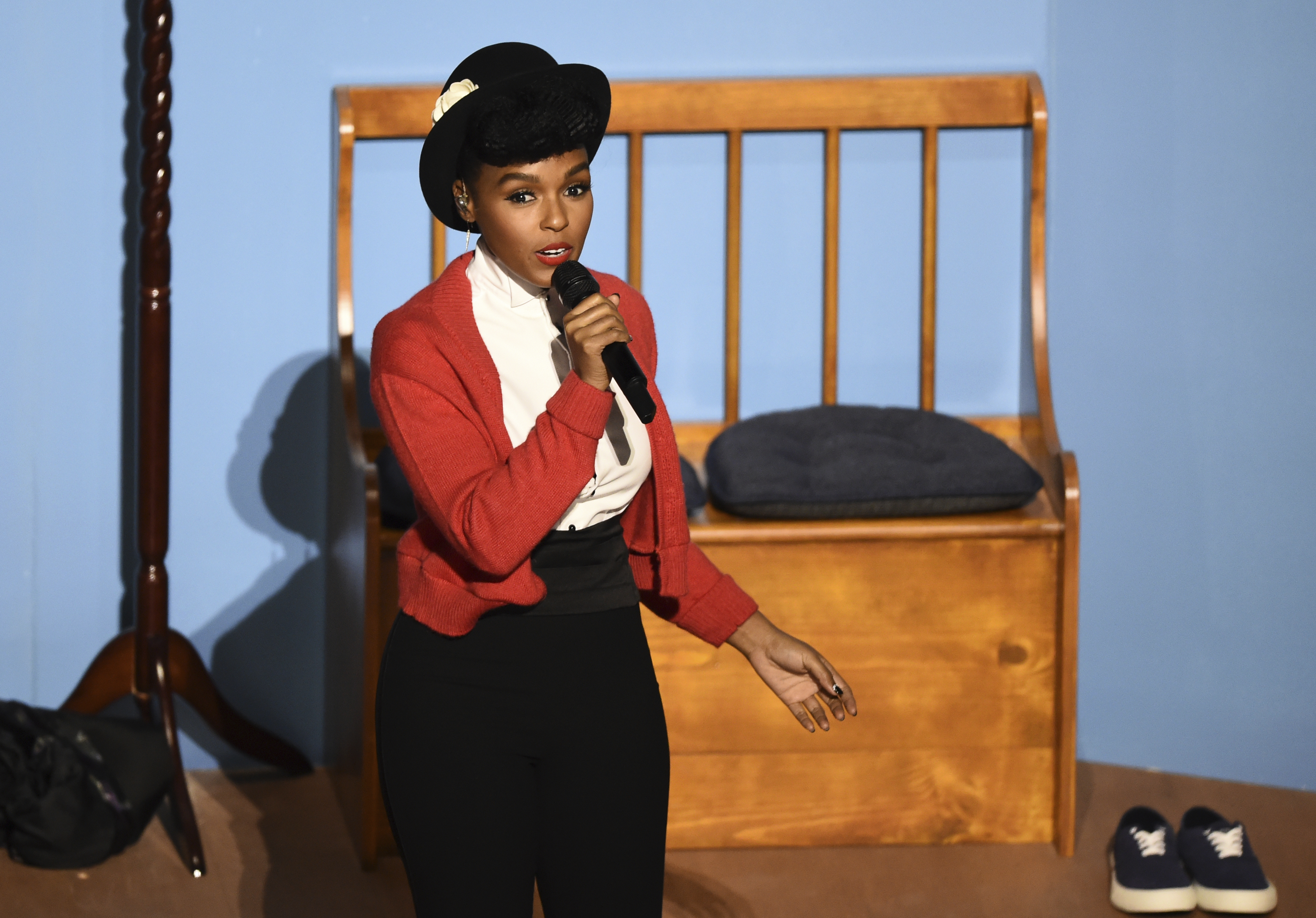 Janelle Monae Opens Oscars With Mr Rogers Tribute New York Daily News