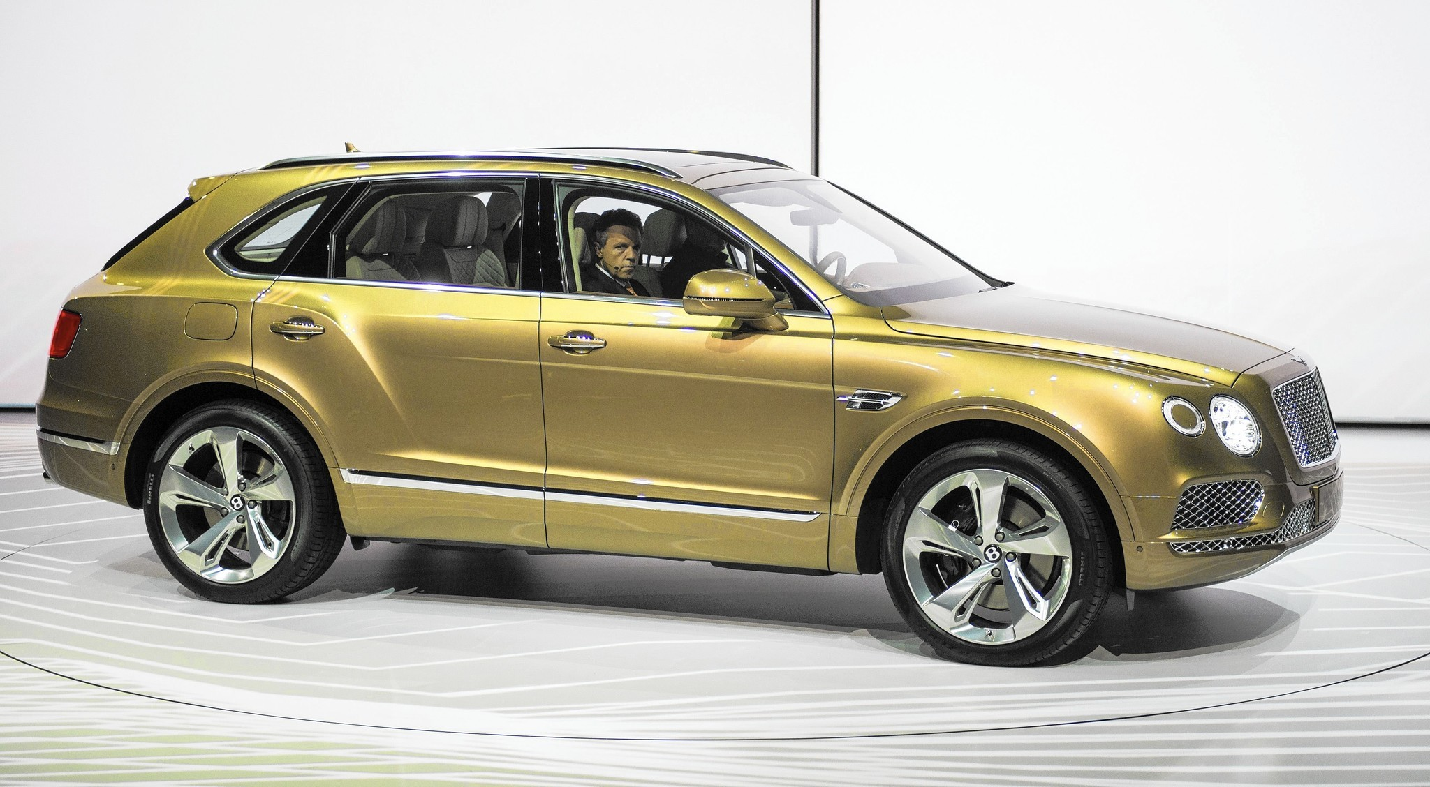 Bentley Bentayga Is The World S Fastest Most Luxurious Most Expensive Suv Chicago Tribune
