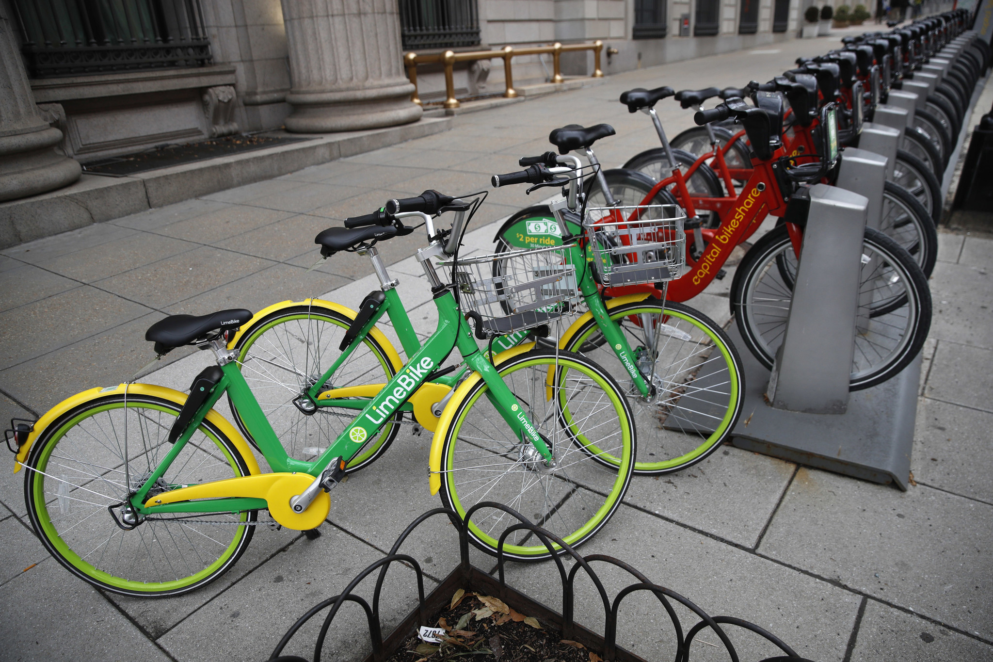 Chicago to test-drive new 'dockless' bike share program