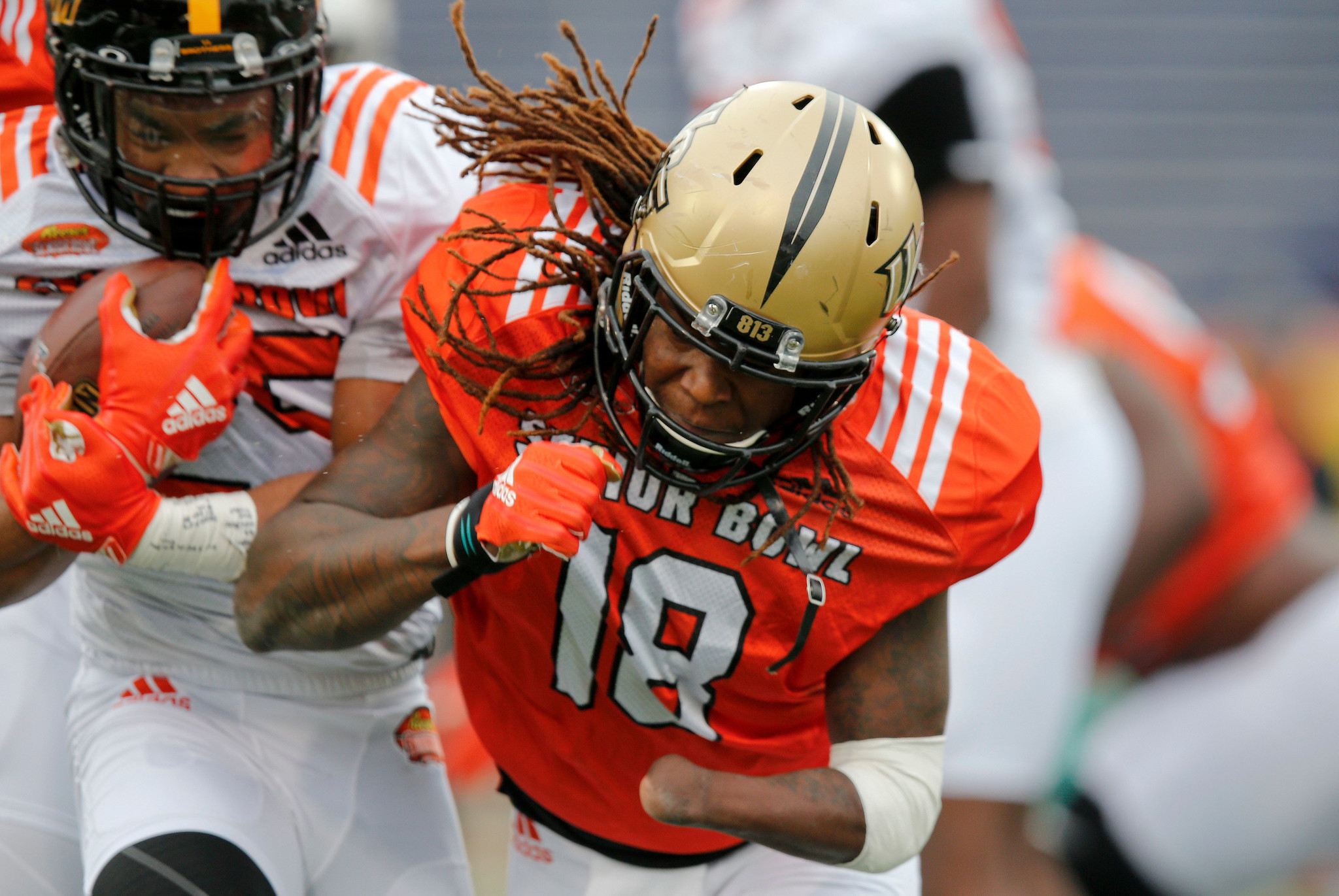 f2f3f637 Shaquem Griffin reunites with brother in Seattle, becomes first one ...