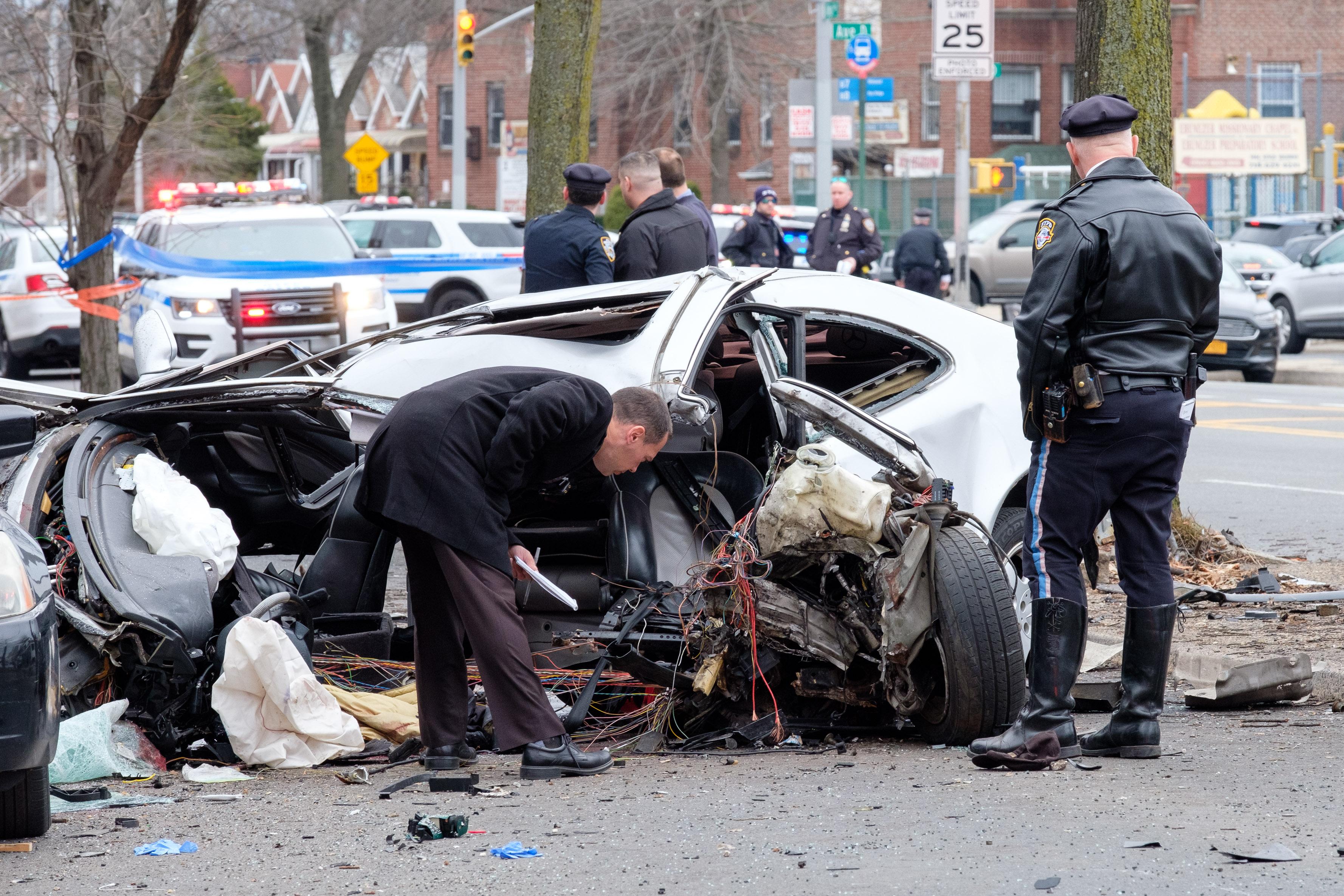 Brooklyn car crash kills 19-year-old, two other teens injured: cops