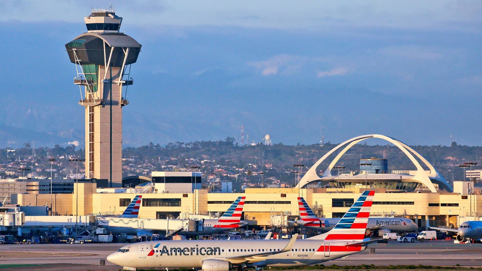 2 more airlines stop serving hot food from LAX caterer hit by listeria