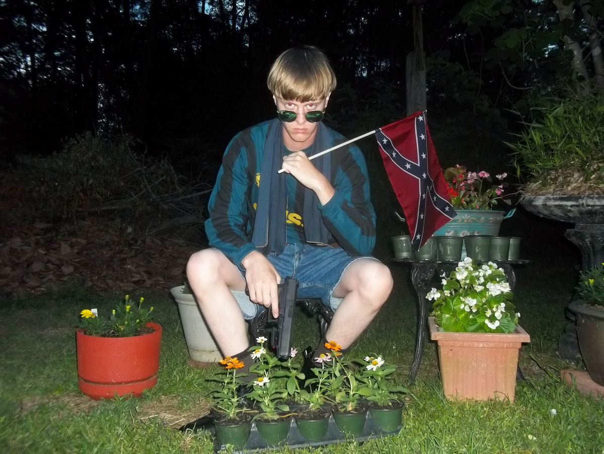 Dylann Roof Has Been Wearing Shoes Adorned With Racist Symbols To Court New York Daily News