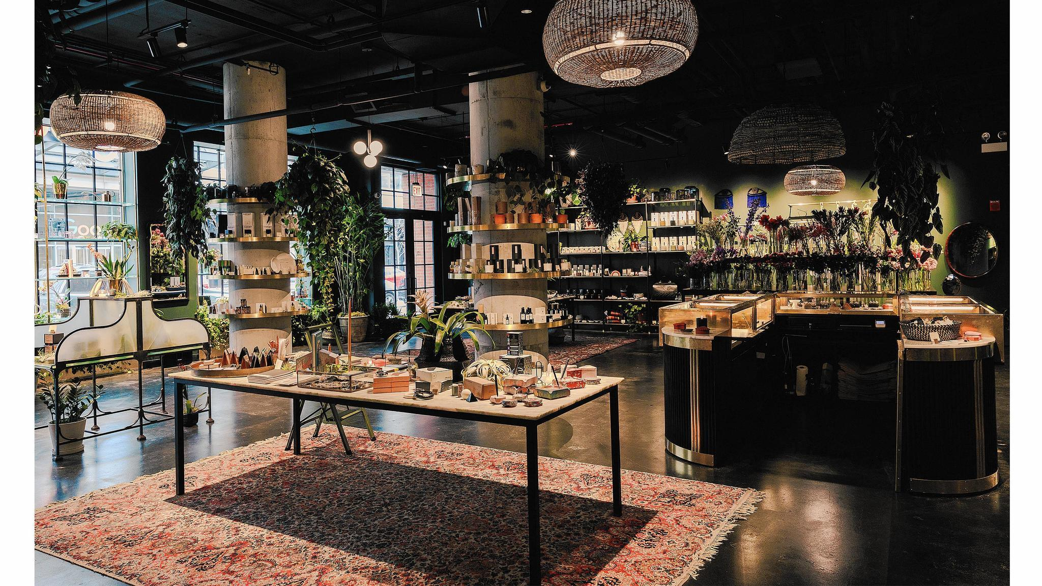From Vintage Furniture To Apothecary Items 2 Chicago Shops For Home Design Chicago Tribune