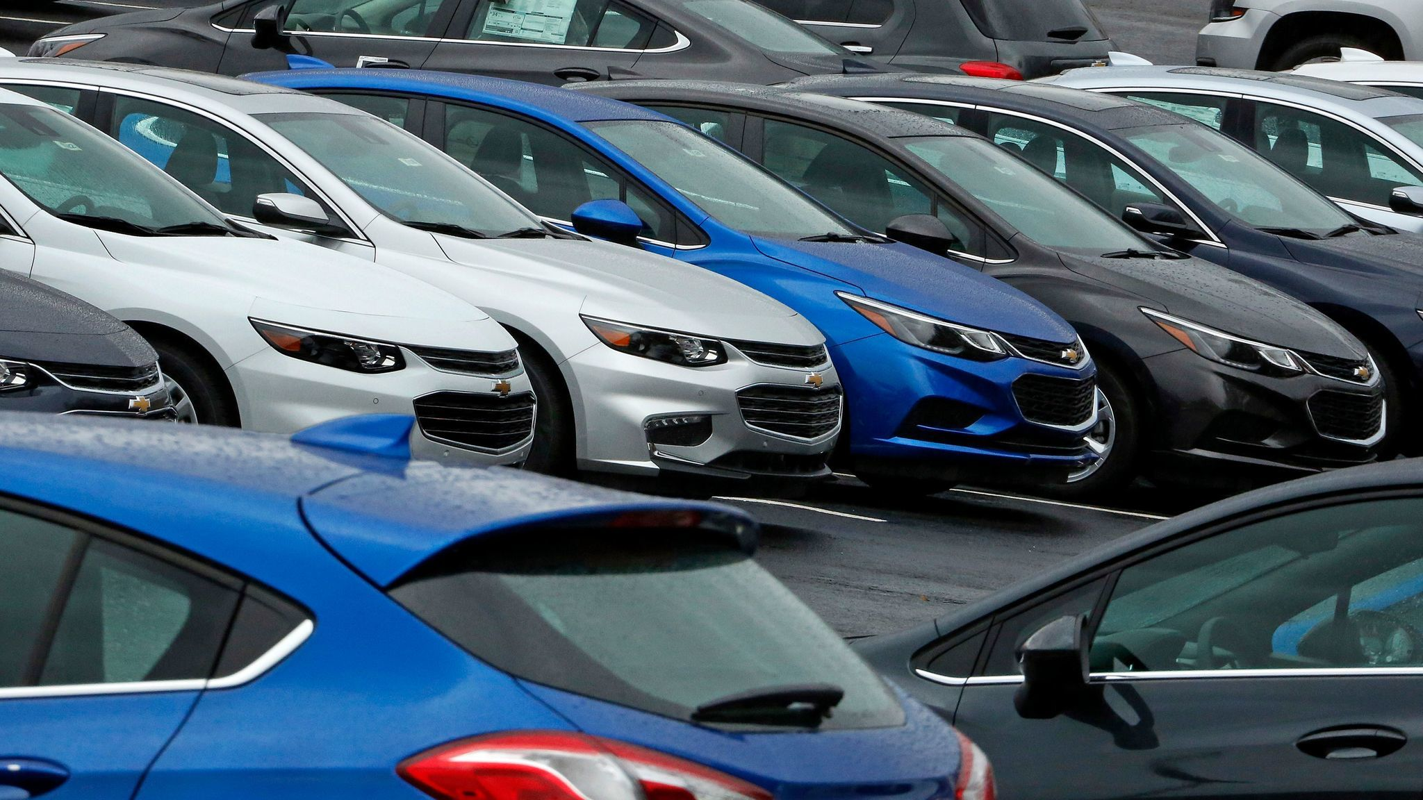 Auto sales fall again but ers flock to SUVs and trucks